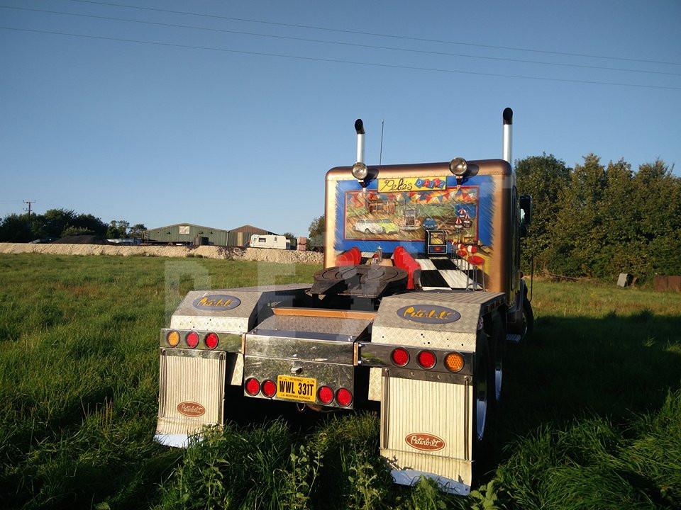 Airbrushing a Peterbilt American Truck